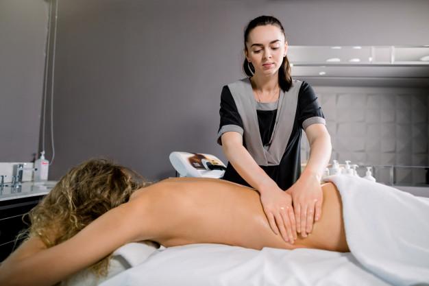 Como encontrar e escolher uma massagista em São Paulo