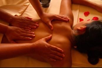 Massagem a quatro mãos